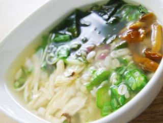 これからの季節にもってこい!1食185kcalでダイエットに最適な「梅と蒸し鶏の和風雑穀スープ」