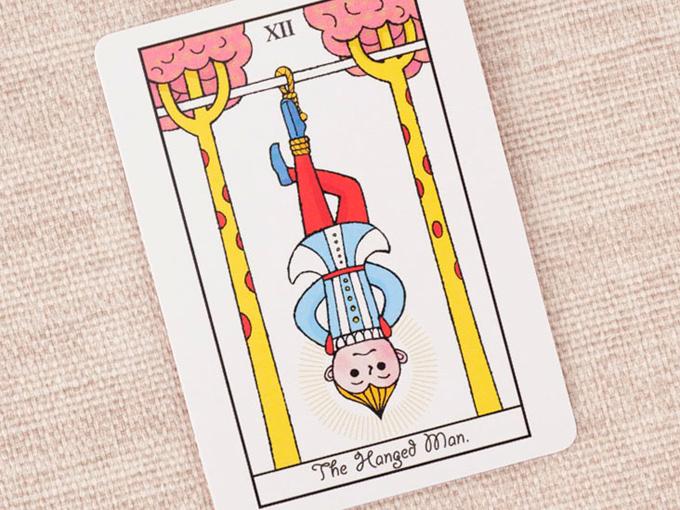 逆さまに吊るされている男性の絵