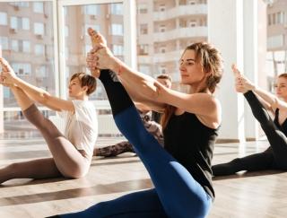 溶岩ヨガで代謝アップ! 女性に人気のヨガスタジオで体幹&バランス感覚を鍛えるポーズ