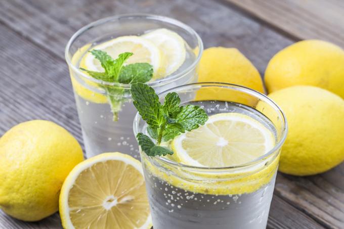 レモンの入った炭酸水