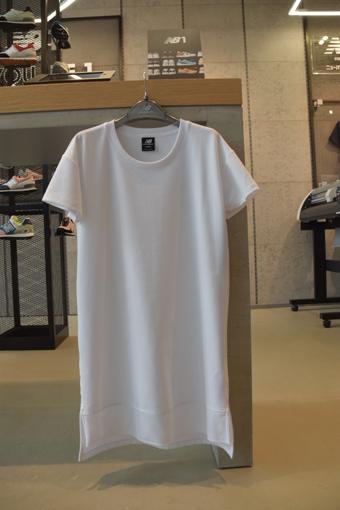 NBのワンピースタイプのTシャツ