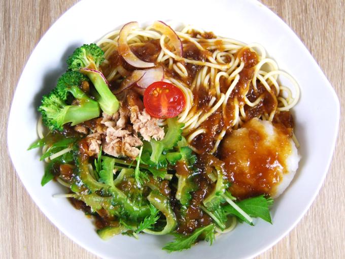 お皿のうつした「1/2日分野菜冷たいパスタゴーヤとツナ大根」の画像