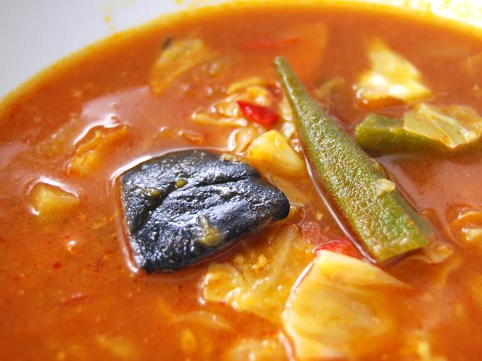 お皿に移した「関ジャニ∞監修 野菜を食べよう! チリスープ」のアップ画像