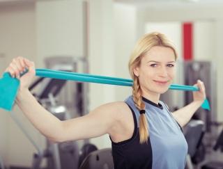 脳と筋肉を同時に鍛えられる!? タオルを使った「にしかわ体操」のやり方