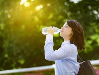 「お肌にツヤが戻ったかも」 ユーザーの水分補給をサポートするアプリ「わたしの水バランス」