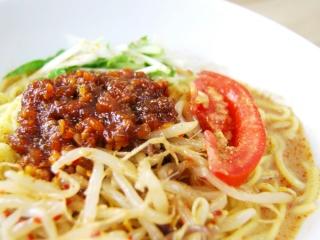 お皿に移した「シビれる辛さ! 冷し肉味噌担々麺」のアップ画像
