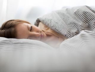 寝苦しい熱帯夜でもぐっすり眠りたい。睡眠の質を上げる10つの習慣
