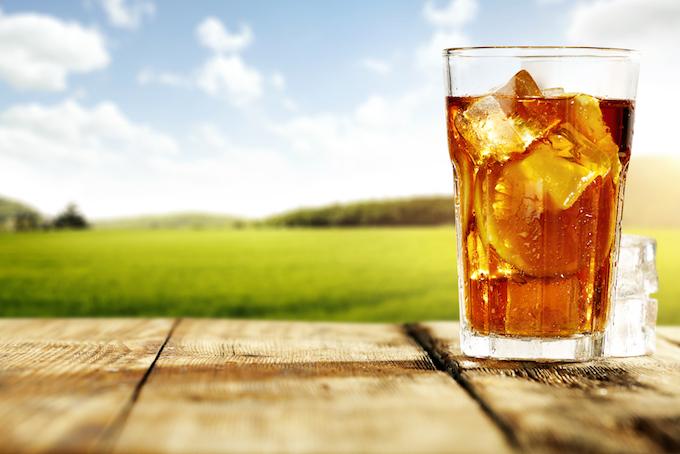 グラスに1杯の冷たい紅茶