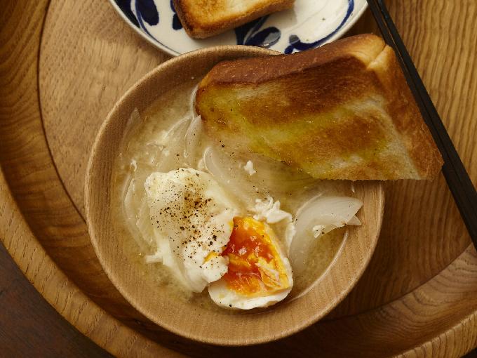 落とし卵と玉ねぎのみそ汁