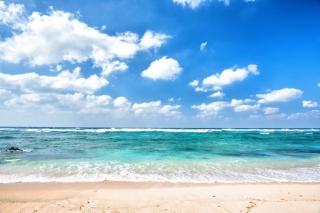 海と青空、砂浜