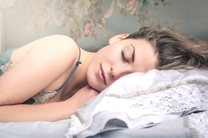 女性が寝ているアップ画像