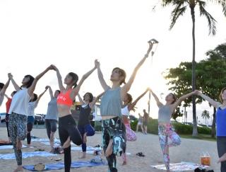 ハワイのデューク・カハナモク・ビーチでヨガ!野沢和香さんと行くスペシャルヨガツアー #1日目