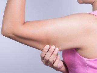 腕周りが約10cm減!? 二の腕のたるみを解消できるエクササイズのやり方