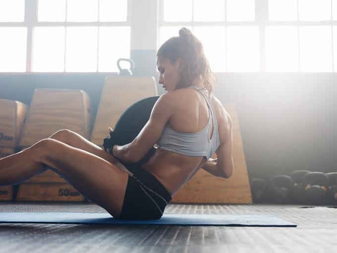 トレーニングフェアを着た女性の画像