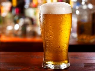 ビールの入ったグラスの画像