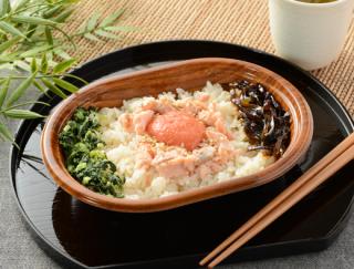 女性にうれしい食べきりサイズが大人気!「鮭ほぐしと明太子ご飯」がローソンから新登場