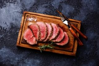 カットされた赤身肉の画像