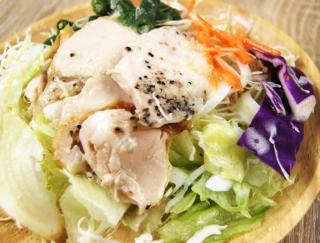 """ダイエット食で人気の""""サラダチキン""""「鶏むね肉のサラダ」がヘルシー!"""
