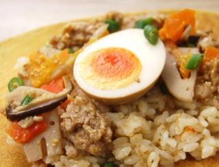 食べきりサイズのミニ弁当が女性に人気! 野菜のうま味を引き出した「鶏と玉子の五目ごはん」