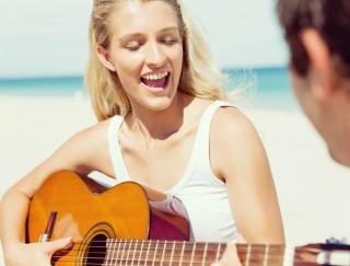 美声を取り戻すストレッチ! 2週間のストローレッスンで声帯の老化を改善