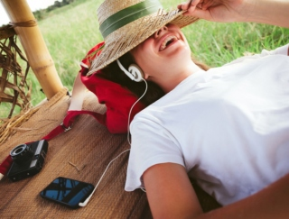 """「こんなにリラックスできるとは…」 話題の""""アイソクロニックトーン""""が聴けるアプリ「Relax Meditation」"""