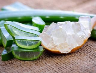 冷たすぎる飲みものは体温を上げる!? 夏バテ&熱中症対策には「常温の水」と「アロエ」
