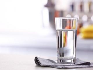 11〜1月生まれの7月はストレスに要注意。家に「水の入ったコップ」を置くと運気アップ!