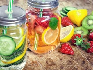 レモンとキウイなどのフルーツの画像