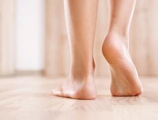 かかと歩きで健康になれる!? 1日5分で生活習慣病を予防できる健康法