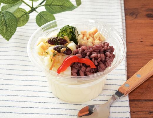 公式サイトで掲載された「じゃがいもと雑穀の冷製スープ」の画像