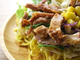ダイエット中のランチにピッタリ!ファミマの「醤油玉子と焼豚のラーメンサラダ」