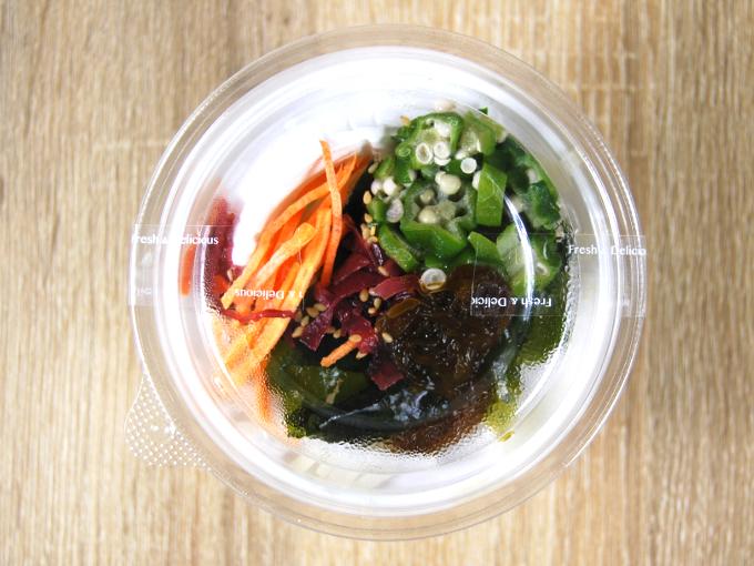 容器に入った「甘酢でさっぱり! 春雨とオクラのサラダ」の画像