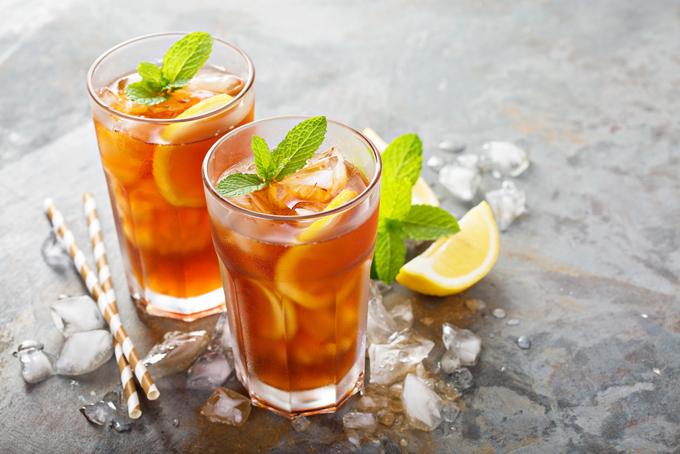 グラスにレモンアイスティー
