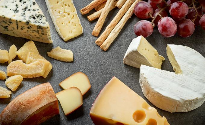 色々な種類のチーズの画像