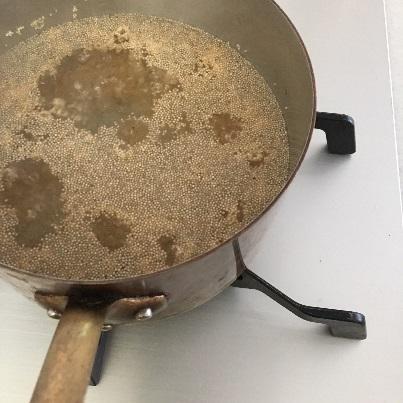 アマランサスを鍋でゆでる