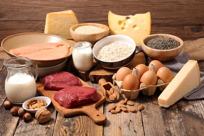 肉や卵、チーズなどの画像