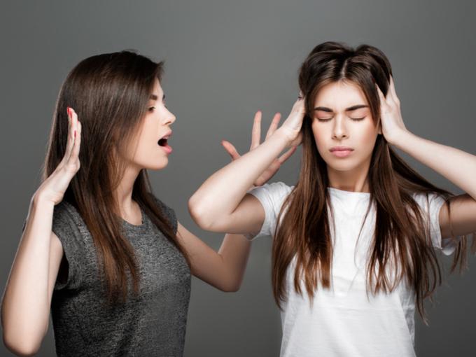口論する女性たち