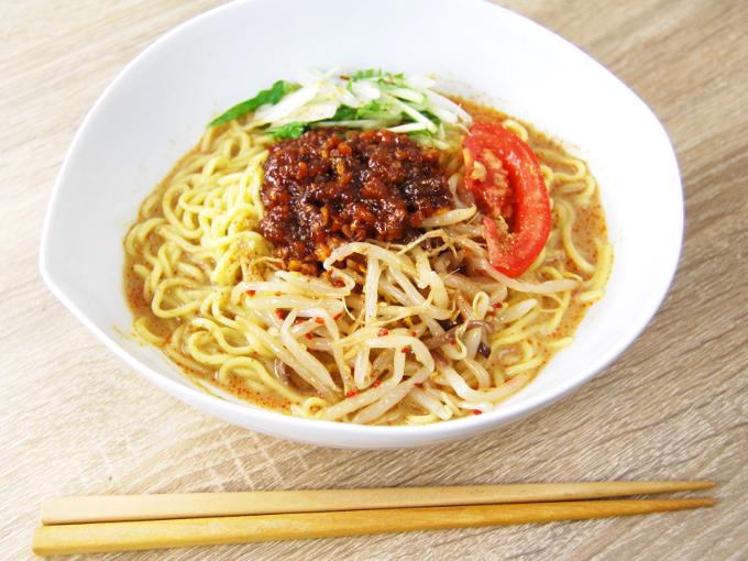 お皿に移した「シビれる辛さ! 冷し肉味噌担々麺」の画像