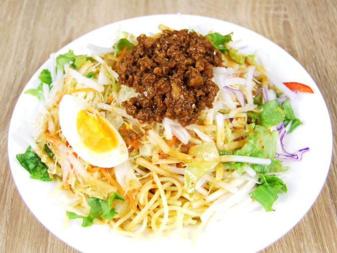 お皿に移した「野菜たっぷり! ごま担担風パスタサラダ」の画像