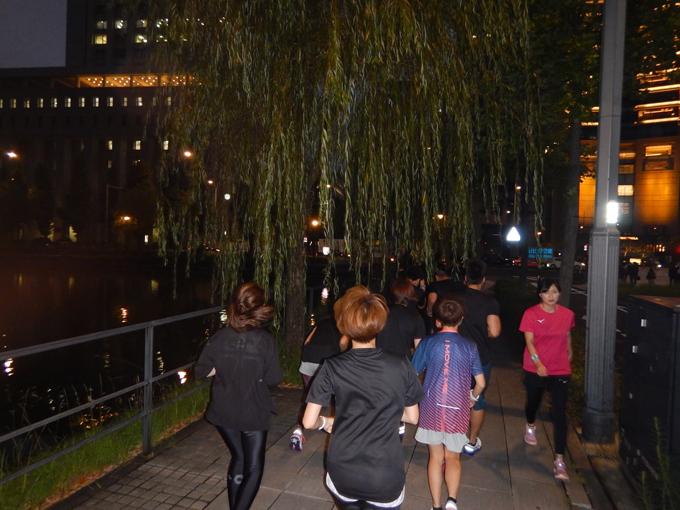 東京駅の近くを走るヤハラリカ