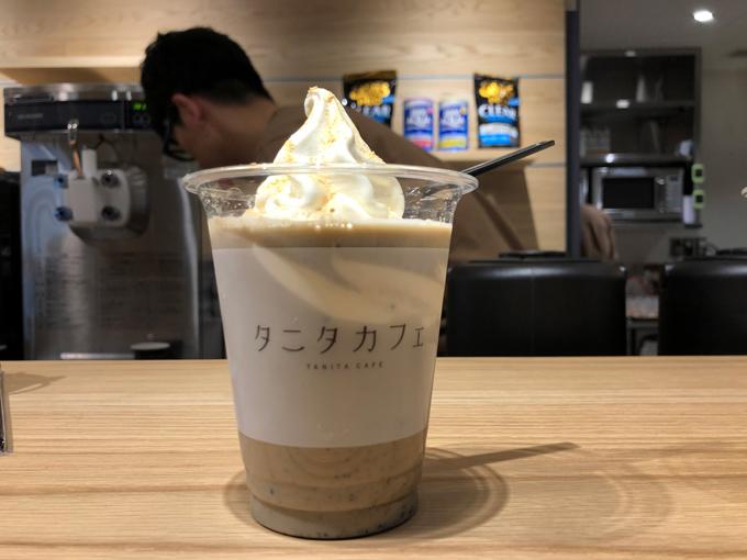黒ごまときな粉のプロテイン入り豆乳ソフトクリームラテ