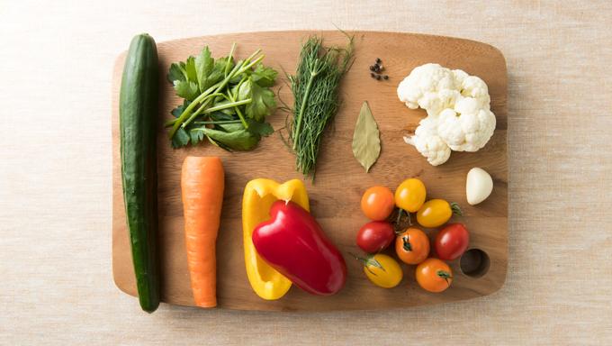 身近なスーパーなどで手に入る野菜で、作ることができます。