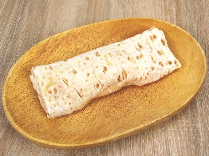 お皿に移した「ブリトー明太じゃがチーズ」の画像