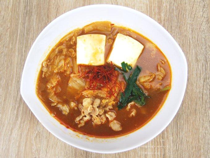 お皿に移した「1日に必要とされる野菜1/2が摂れるキムチ鍋」の画像
