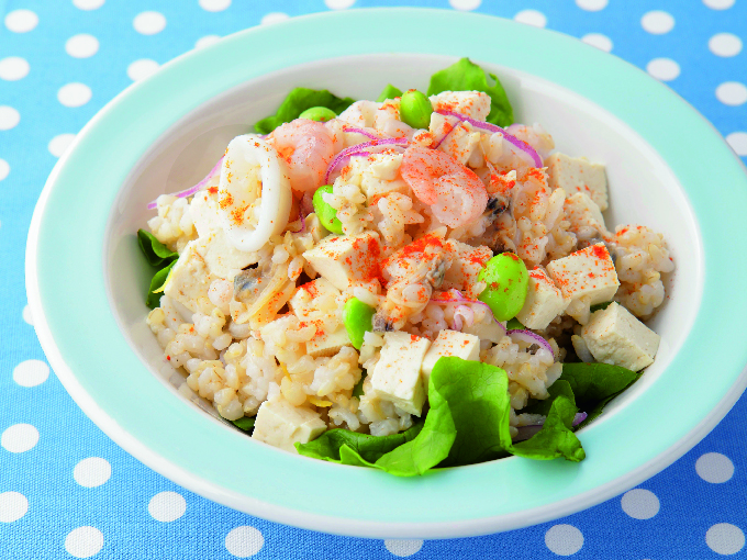 豆腐とシーフードの玄米サラダ