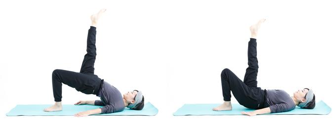 左:片足、お尻を持ち上げてた山本先生 右:片足を上げ、背中を床につけた山本先生
