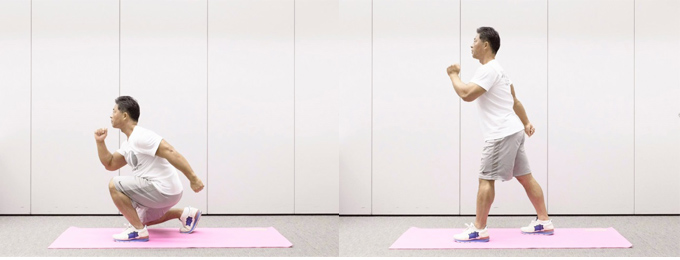 2、胸を張ったまま、右脚に体重をかけながらしゃがんでいきます。このとき、右腕は後方に勢いよく引き上げ、左腕は前方に振り上げヒジを曲げます。体を垂直に引き上げ、再び1の状態に。これを60秒間繰り返します。