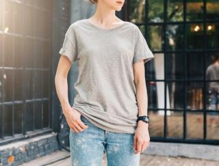 着るだけで二の腕が細く見える!「秋まで使える着やせTシャツ」の3大特徴