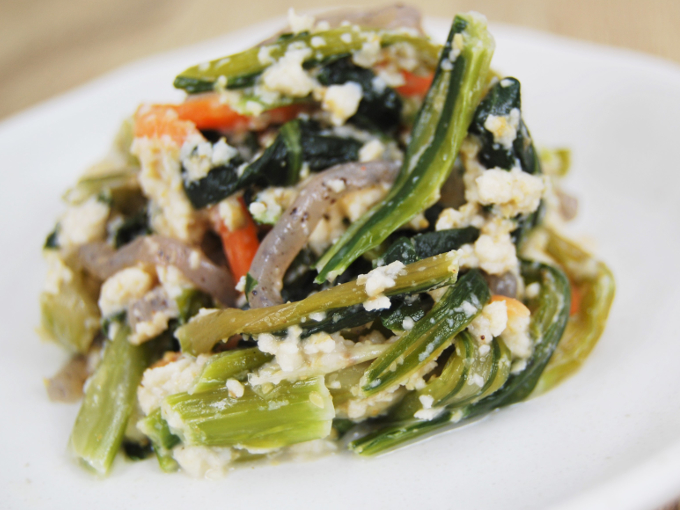 お皿に移した「小松菜の白和え」のアップ画像