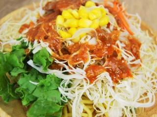 お皿に移した「花椒香る! 焼豚のラーメンサラダ」のアップ画像